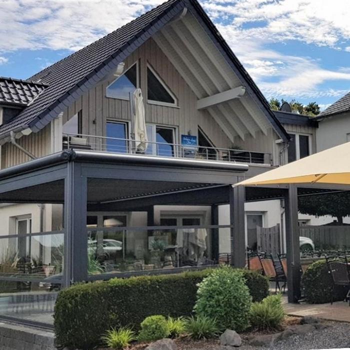 lamellendach skyroof palmiye terrassenueberdachung gastronomie wettstein 15 700x700 - PALMIYE - eine Geschichte mit Erfolg - ÜBER UNS