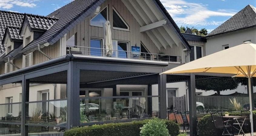lamellendach skyroof palmiye terrassenueberdachung gastronomie wettstein 15 845x450 - Gastronomielösung Terrasse - Referenz Projekt Wettsteins Restaurant