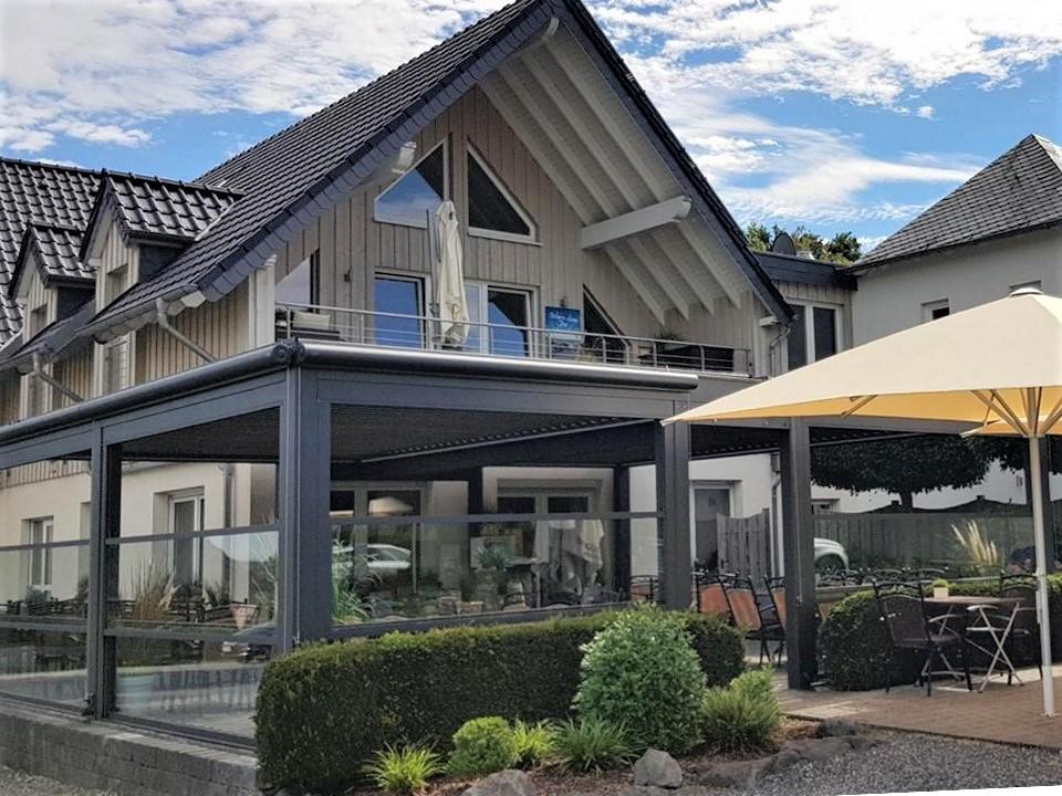 lamellendach skyroof palmiye terrassenueberdachung gastronomie wettstein 15 - Blog, News und Referenzen