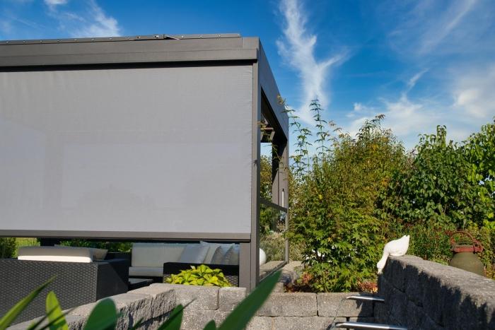 lamellendach skyroof palmiye terrassenueberdachung privat 87springe .JPG 700x467 - Referenz Projekt - Geschützter Terrassenplatz für schöne Stunden