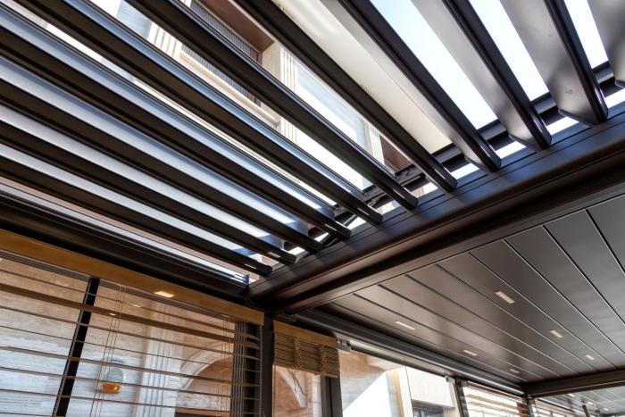 lamellendach skyroof palmiye terrassenueberdachung privat springe 001 700x467 - Lamellendach & Wintergarten - Referenz Projekt von PALMIYE