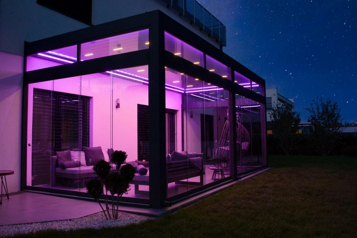 lamellendach skyroof palmiye terrassenueberdachung privat springe 17 3 700x467 - Stimmungsvolle LED-Beleuchtung für Terrassendach und Kaltwintergarten