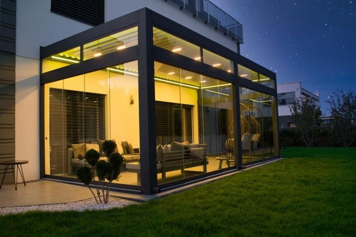 lamellendach skyroof palmiye terrassenueberdachung privat springe 17 4 700x467 - Stimmungsvolle LED-Beleuchtung für Terrassendach und Kaltwintergarten