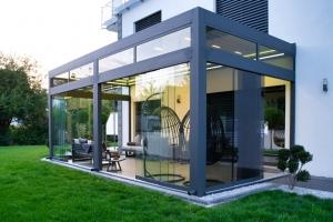 lamellendach skyroof palmiye terrassenueberdachung privat springe 20 300x200 - Stimmungsvolle LED-Beleuchtung für Terrassendach und Kaltwintergarten