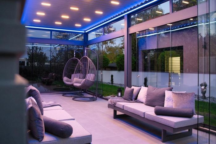 lamellendach skyroof palmiye terrassenueberdachung privat springe 32 700x467 - Stimmungsvolle LED-Beleuchtung für Terrassendach und Kaltwintergarten