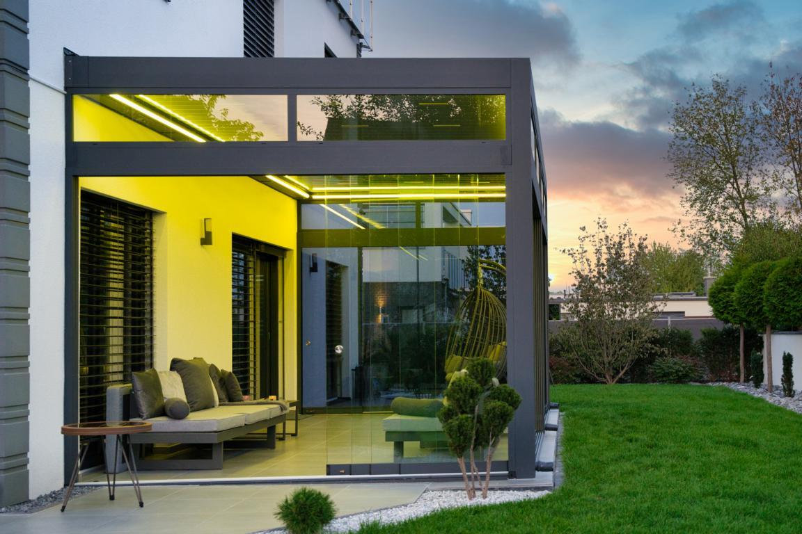 lamellendach skyroof palmiye terrassenueberdachung privat springe 4 - Stimmungsvolle LED-Beleuchtung für Terrassendach und Kaltwintergarten