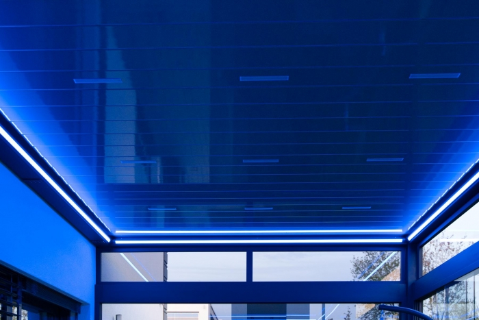lamellendach skyroof palmiye terrassenueberdachung privat springe 50 1 700x467 - Stimmungsvolle LED-Beleuchtung für Terrassendach und Kaltwintergarten