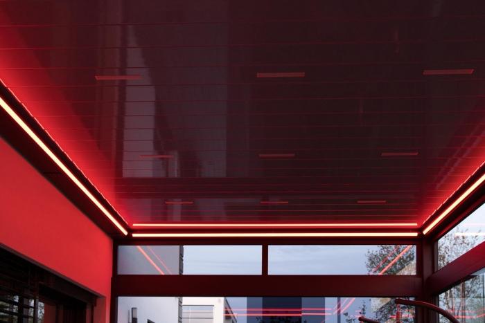 lamellendach skyroof palmiye terrassenueberdachung privat springe 50 6 700x467 - Stimmungsvolle LED-Beleuchtung für Terrassendach und Kaltwintergarten
