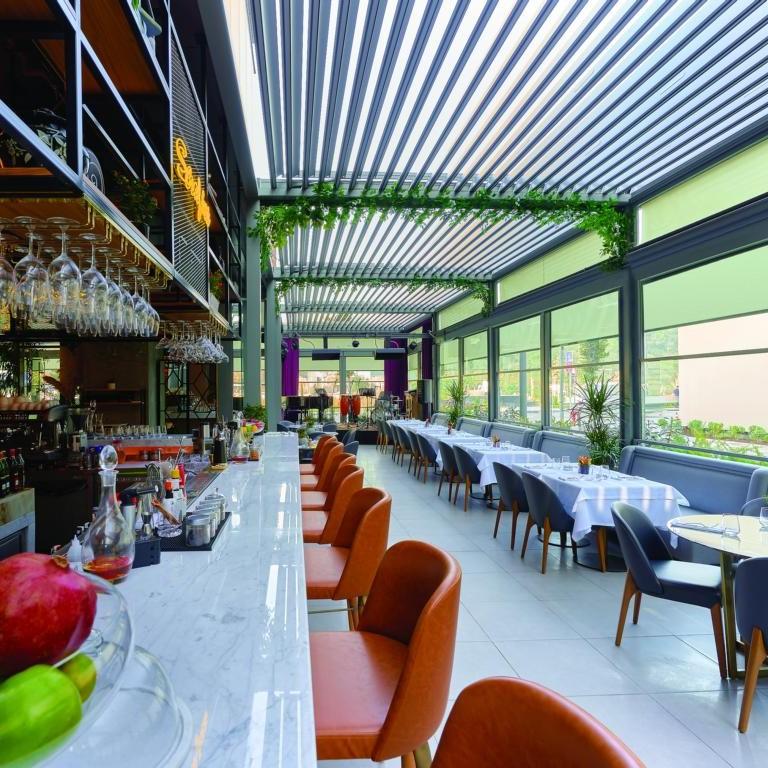 lamellendach skyroof gastronomie palmiye - Gastronomie Terrassenüberdachung