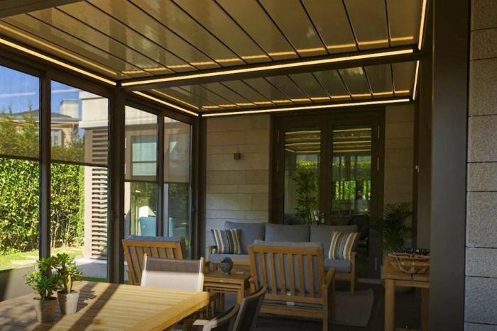 lamellendach skyroofprestige palmiye terrassenueberdachung privat jpeg 1 700x467 - Lamellendach mit Cabriofeeling - Referenz-Projekt