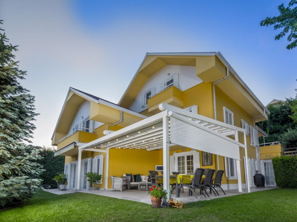 pergola silver palmiye terrassenueberdachung gelbes Haus B 1030x772 - Blog, News und Referenzen