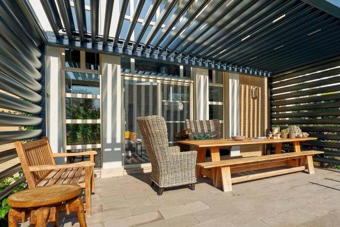 lamellendach skyroof palmiye terrassenueberdachung lamellenseitenschliessung 1 700x467 - Update für das Terrassendach - Referenz-Projekt