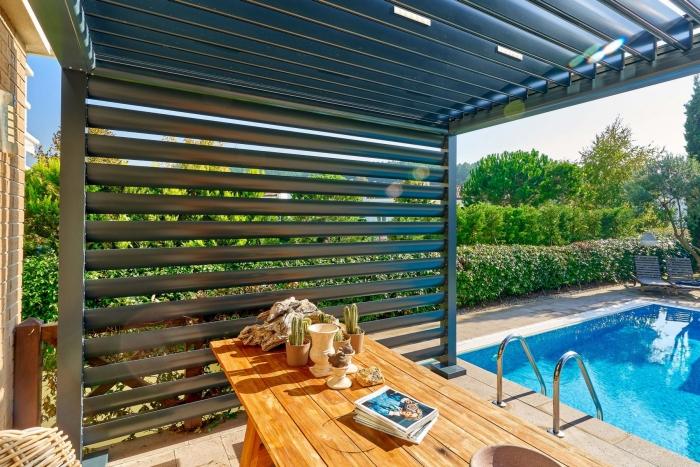 lamellendach skyroof palmiye terrassenueberdachung lamellenseitenschliessung 10 700x467 - Update für das Terrassendach - Referenz-Projekt