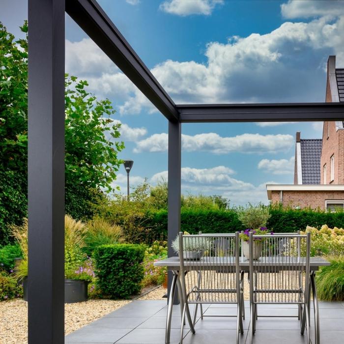 lamellendach skyroofprestige terrassenueberdachung holland privat 3.1 700x700 - Terrassenüberdachung - Schutz und doch flexibel - Referenz-Projekt