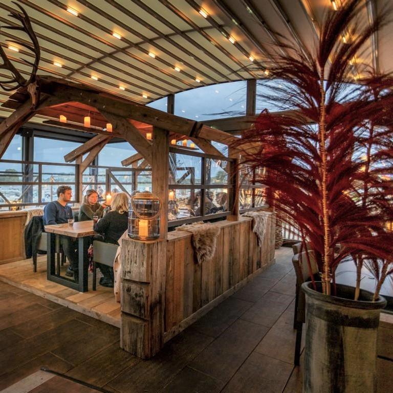 pergola crown palmiye terrassenueberdachung gastronomie dukdalf 1 - Riesige Terrassenüberdachung Restaurant Dukdalf – Referenzprojekt