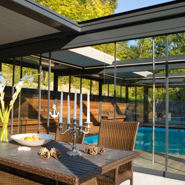 lamellendach skyroof palmiye terrassenueberdachung paeu 8 700x700 - Terrassenüberdachung wird zum Poolhaus dank Sonderanfertigungen