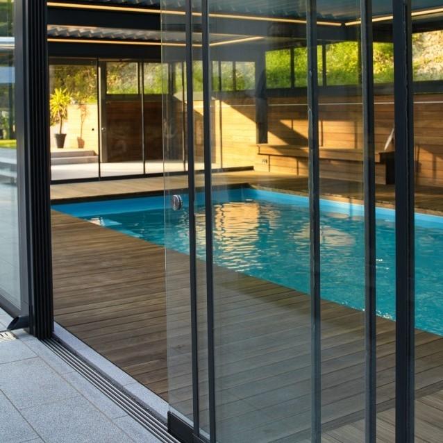 lamellendach skyroof palmiye terrassenueberdachung paeu 9 638x638 - Terrassenüberdachung wird zum Poolhaus dank Sonderanfertigungen