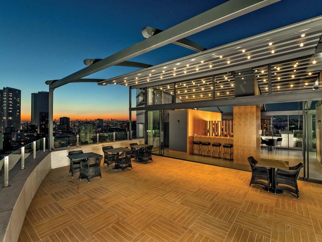 pergola silver palmiye terrassenueberdachung gastro rooftop 1030x773 - Terrassenüberdachungen Gastronomie   Pavillons