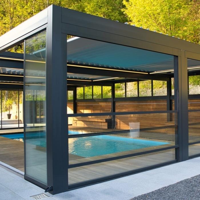 terreassenueberdachung skyroof prestige palmiye privat pauser 111.1 700x700 - Terrassenüberdachung wird zum Poolhaus dank Sonderanfertigungen