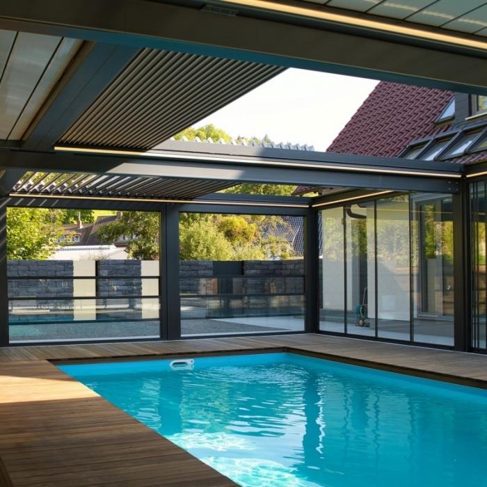 terreassenueberdachung skyroof prestige palmiye privat pauser 38.1 700x700 - Terrassenüberdachung wird zum Poolhaus dank Sonderanfertigungen