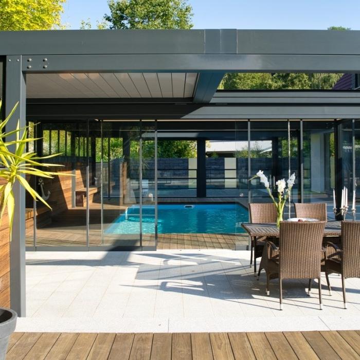 terreassenueberdachung skyroof prestige palmiye privat pauser 48.1 700x700 - Terrassenüberdachung wird zum Poolhaus dank Sonderanfertigungen