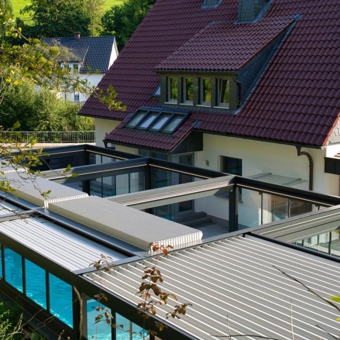 terreassenueberdachung skyroof prestige palmiye privat pauser 51.1 700x700 - Terrassenüberdachung wird zum Poolhaus dank Sonderanfertigungen